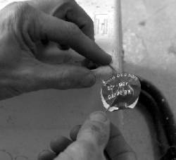 robins des bois des salari s d 39 edf rebranchent l 39 lectricit aux familles victimes de coupures. Black Bedroom Furniture Sets. Home Design Ideas